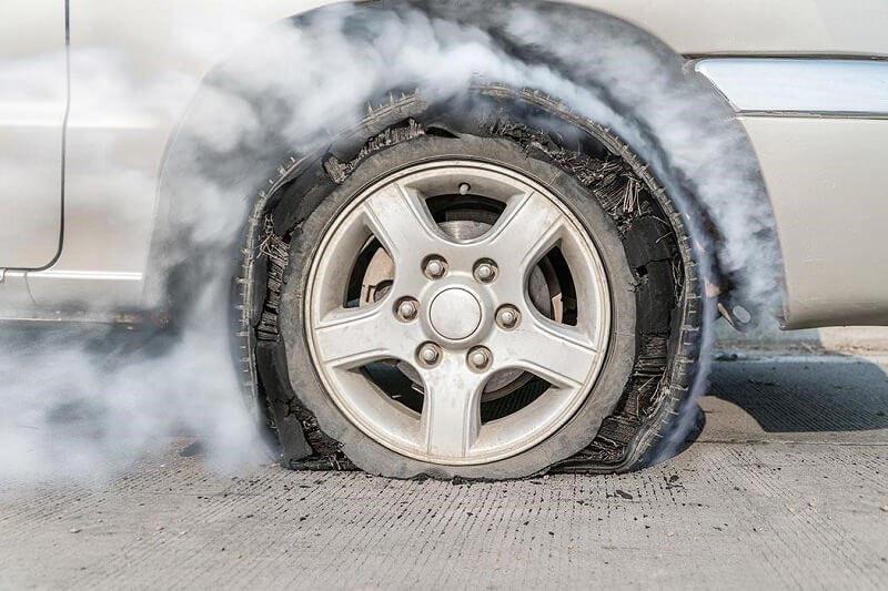 ثلاث خطوات بسيطه لحماية العجلات من الانفجار في فصل الصيف