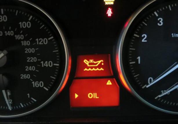 اسباب ومؤشرات انخفاض ضغط الزيت في السيارة