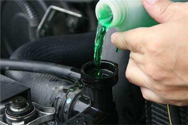ثلاث اسباب ستجعل ماء التبريد يغلي في سيارتكم