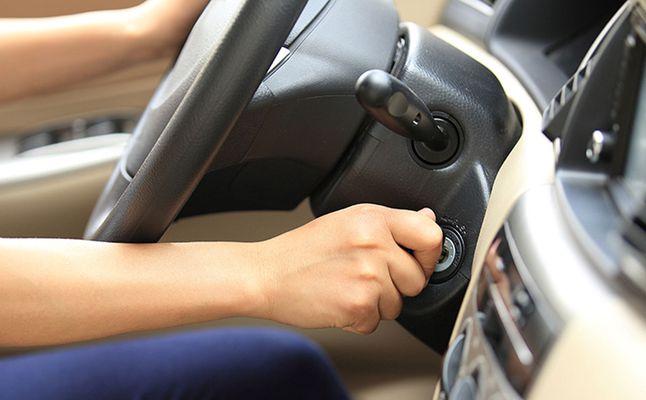 انطفاء المحرك او ارتفاع صوته عند الاقلاع دليل على وجود احد الاعطال التاليه في سيارتك