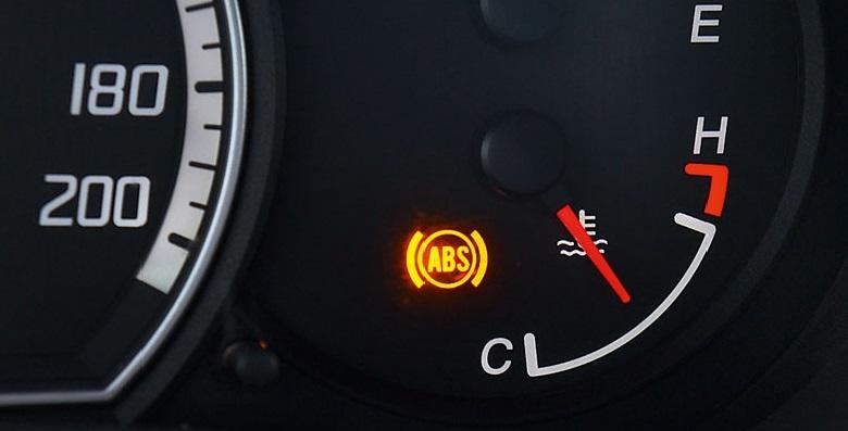 ثلاث اسباب رئيسيه لظهور لمبة ABS في تابلو السياره