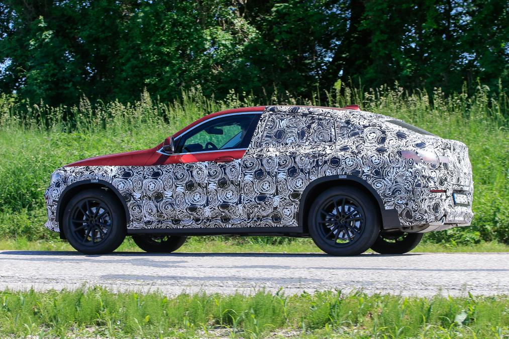 The all new 2018 BMW X4 spied