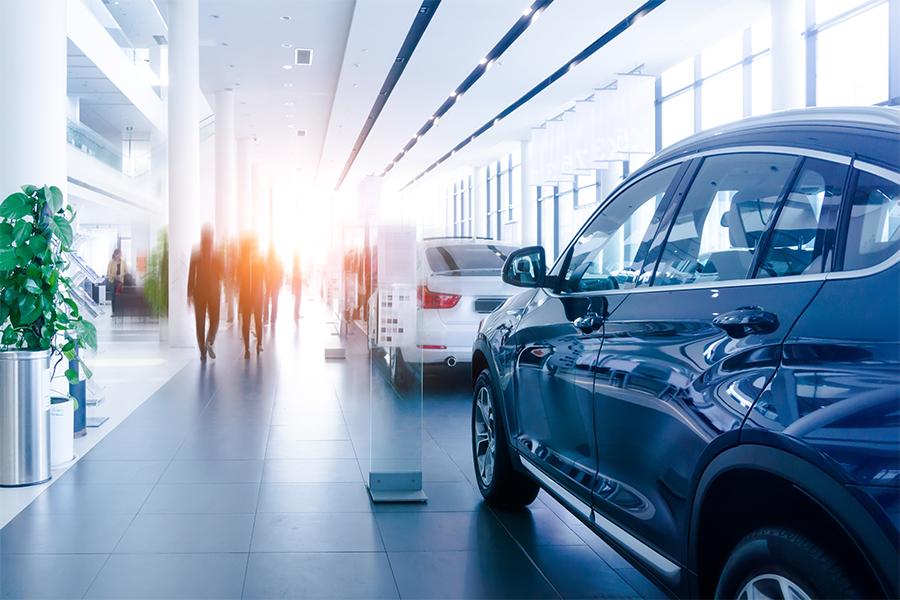 كيف أثرت ضريبة القيمة المضافة على قطاع السيارات في الإمارات العربية المتحدة؟