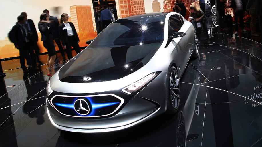 Will Mercedes-Benz's electric compact car end Tesla's dream?