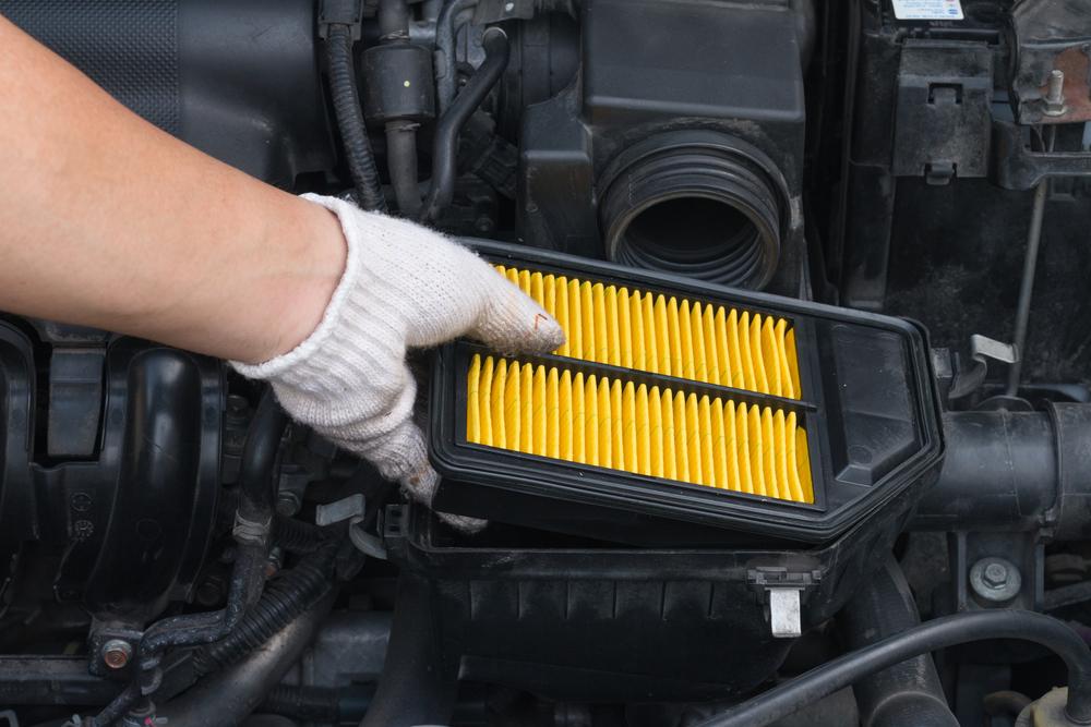 ثلاث اعطال خطيره سيسببها فلتر الهواء في سيارتك عند توقفه عن العمل