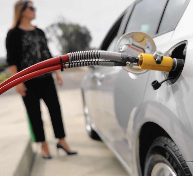هل حقاً يجب ان تطفئ محرك سيارتك عند التزود بالوقود؟؟؟؟